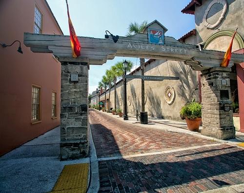 Entrance to Aviles Street